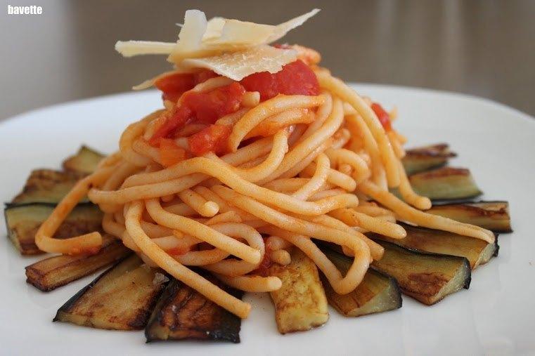 Pasta pici toscani con berenjena y salsa tomate