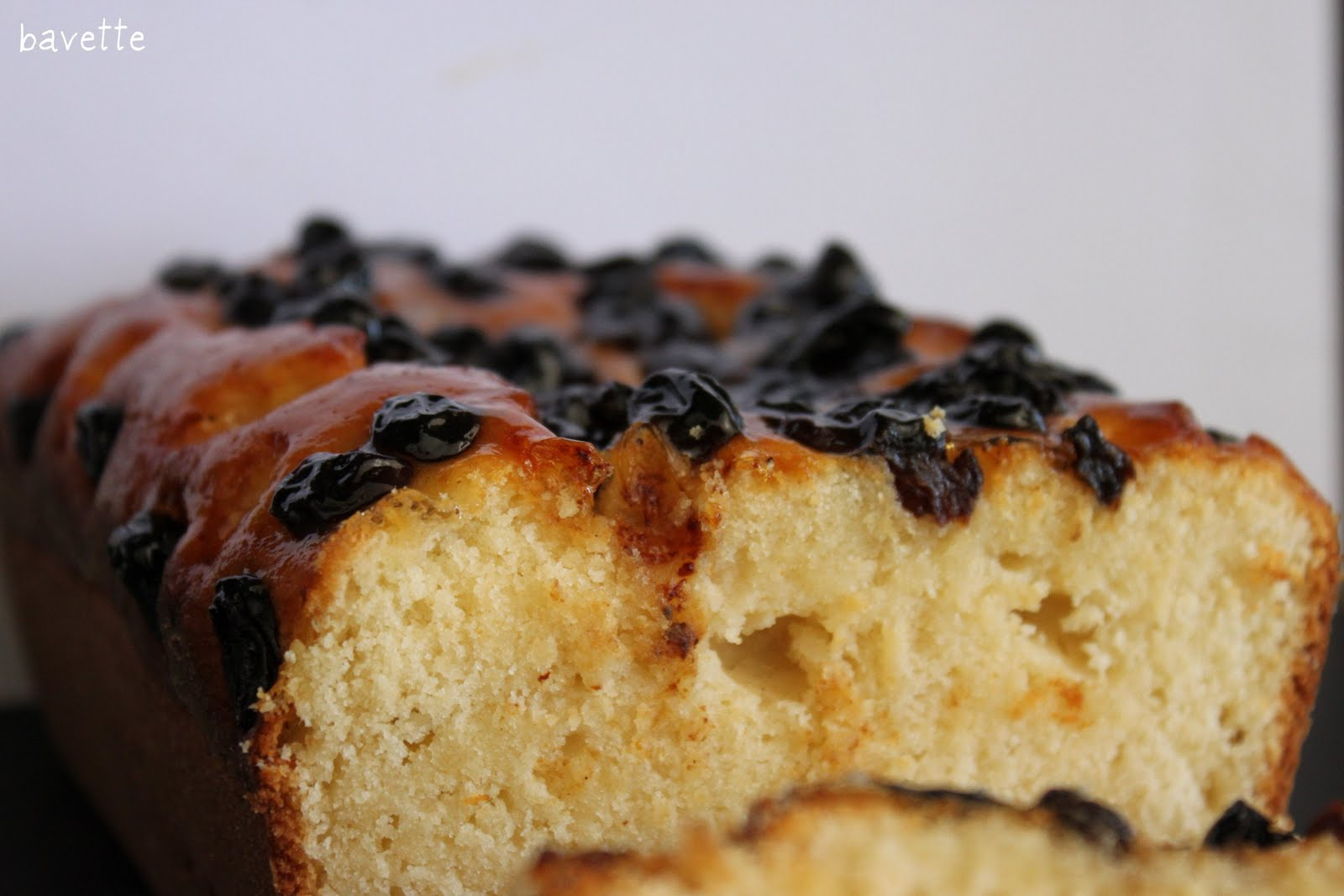 Torta soffice di ricotta con uvette saltanina. bizcocho de ricotta y uvas pasas