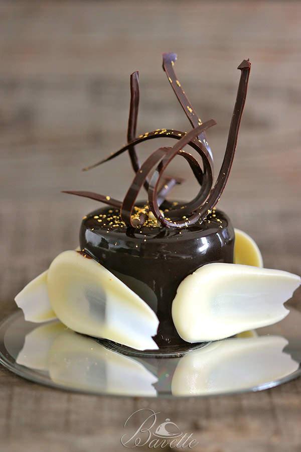 Mousse de chocolate negro y glaseado brillante