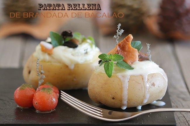 Patata rellena con brandada de bacalao,setas y crema de ajo