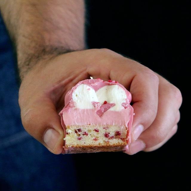 Cakes de Frambuesa y Mascarpone con Chocolate Ruby