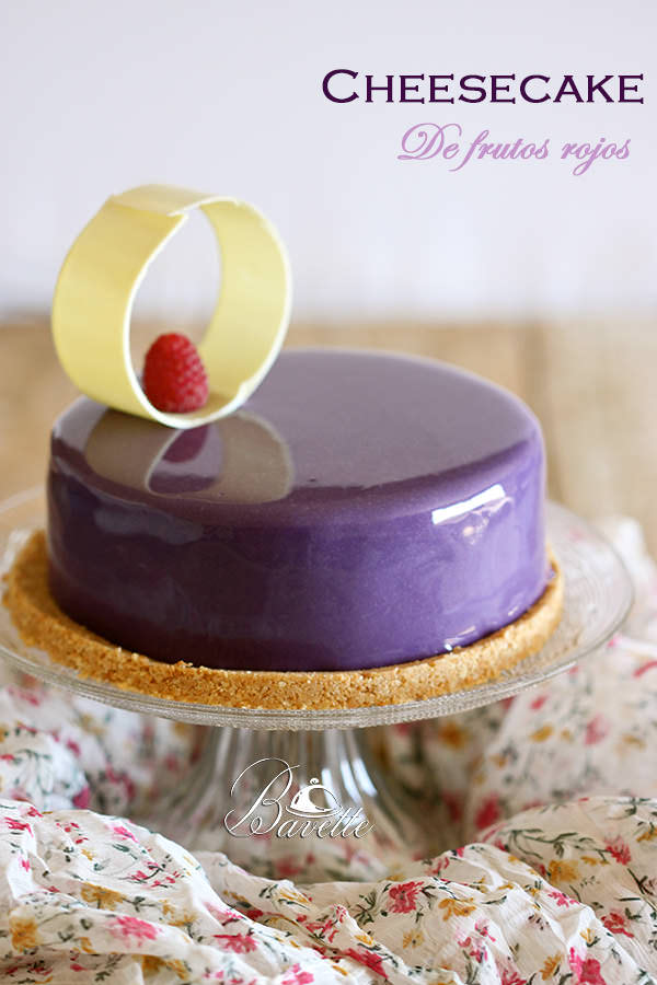 Cheesecake de frutos rojos y glaseado violeta