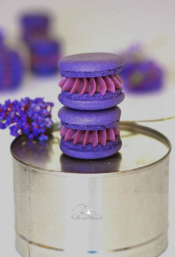 Macarons con crema de violetas