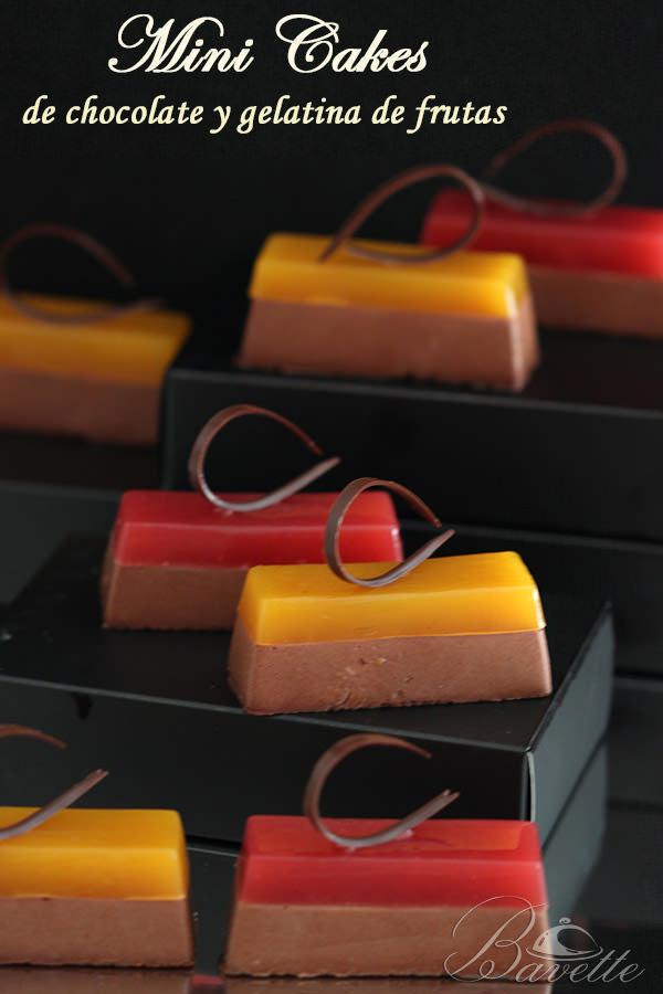 Mini cakes de chocolate y gelatina de frutas
