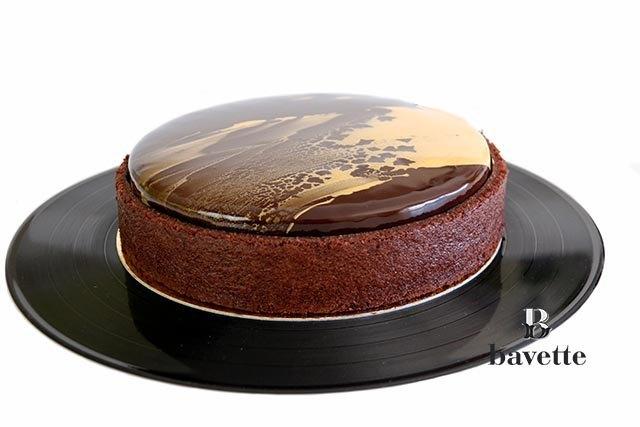 Tarta de chocolate con jalea de pera y cremoso de miel