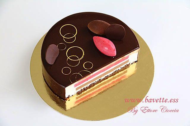 Tarta de mascarpone con mousse de frambuesa y chocolate