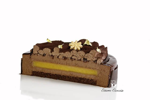 Tarta de chocolate y Jalea de mango con glaseado espejo